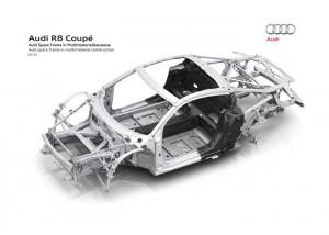 Het Audi Space Frame (ASF) weegt slechts 200 kilo waarbij het topmodel bestaat uit 79 procent aluminium en 13 procent vezelversterkte composieten.
