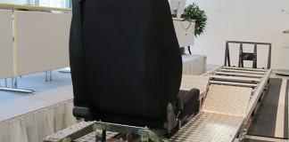 De testslede met autostoel en gordel