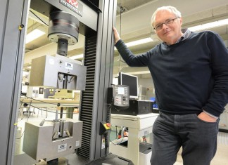 High-Tech-Institute-Sjef-van-Gastel-Fontys-Instron2