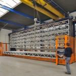 Het langgoedmagazijn (13 meter opslaglengte en zeven laden met elk 7500 kilo laadvermogen) is geschikt voor standaardlengtes van 6 meter (twee naast elkaar), 8 meter en 12 meter.
