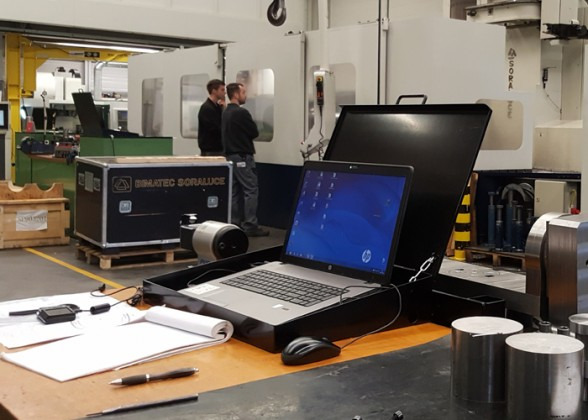 De medewerkers van Machinefabriek Tuin beschikken over laptops (met CADCAM-pakketten erop), die inzicht geven in digitale tekeningen, programma's en opspanningen.