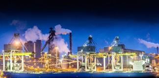 Tata Steel in IJmuiden bij nacht