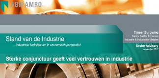 Ook ABN AMRO is positief gestemd over de ontwikkeling van de Nederlandse maakindustrie. In de nieuwe 'Stand van de Industrie' constateert het bankconcern dat de sterke conjunctuur veel vertrouwen geeft in de industrie. De mondiale economische groei is robuust en de wereldhandel trekt verder aan. De groei van de industriële productie in veel landen binnen de eurozone ligt op een relatief hoog niveau. Ook het ondernemersvertrouwen is in veel landen verder toegenomen en bevindt zich op recordniveaus. Vanwege haar open economisch karakter profiteert de Nederlandse economie van deze gunstige omstandigheden. Grote variatie per branche Het economisch klimaat wordt als gunstig ervaren in veel branches. De PMI heeft een recordhoogte bereikt in oktober en staat nu op gelijke hoogte als de PMI van eind 2010. Het sentiment over de productie in de komende drie maanden is goed in veel branches. De verwachting van veel ondernemers is dat in de komende drie maanden de afzetprijzen zullen toenemen, wat goeddeels verband houdt met de trend in grondstofprijzen. Van alle branches is het sentiment in de basismetaalindustrie het laagst. Groei in productie, omzet en export De groei van de industriële productie heeft zijn opwaartse lijn vastgehouden. In september groeide de totale productie in de industrie met gemiddeld 5,2% op jaarbasis. De omzet is sterk verbeterd in bijna alle industriële branches. In 2016 had de totale industrie nog met een omzetkrimp te maken tot en met september, maar in 2017 is de omzet met gemiddeld 7,7% gegroeid in dezelfde periode. De export blijft een groeimotor. De nieuwe exportorders zijn sinds de start van 2017 sterker toegenomen en de verwachtingen blijven positief. Krapte op industriële arbeidsmarkt Door de sterke groei in de bedrijfsactiviteit neemt de vraag naar personeel om de orders te kunnen verwerken toe. Dat zet druk op de industriële arbeidsmarkt. Ondernemers doen meer dan voorheen een beroep op de arbeidsmarkt. Het gat wordt in eerste instantie ged
