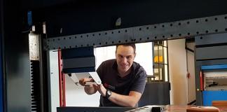 """Morris Giaccone: """"Bij het retrofitten is snelheid belangrijk. Daarom hebben we altijd besturingen, motoren en veiligheidssystemen op voorraad en maken we vaak lange dagen."""""""