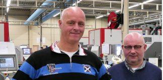 Eric Maas, productiemanager bij VDL GL, en Henry van Haeff, directeur van 2-S