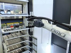 Beladingsrobot BMO Hurco