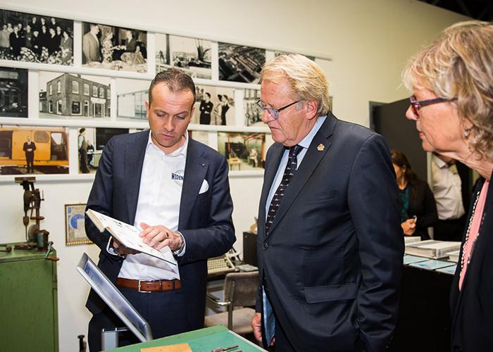 Anco Euser, Jaap Smit Commissaris van de Koning van Zuid Holland en Burgemeester Jolanda de Witte van Albrandswaard in het vernieuwde Widenhorn Museum