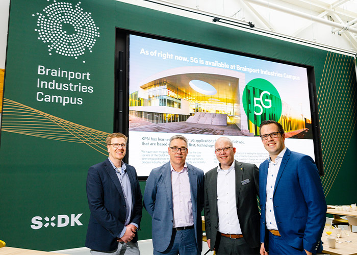 V.l.n.r. Erik Veurink (BIC), Paul Cobben (KPN), Jacob Groote (KPN), Niels Langenhuizen (BIC/SDK Vastgoed). (Foto Bram Saeys)