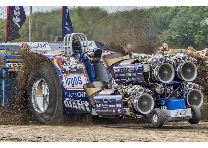 De Argos Oil Whispering Giant, een tractor puller met 8000 pk, zal tijdens het open huis diverse keren worden gestart.