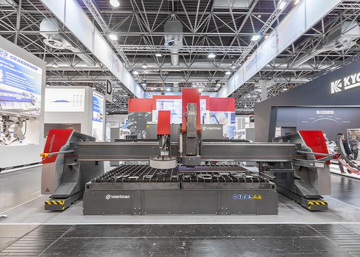 Op de V310 kunnen meerdere processen op één machine uitgevoerd worden, zoals plasma (bevel) snijden, autogeen snijden, boren, tappen en markeren.