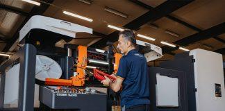 Vanuit Venlo, waar behalve machines ook verbruiks- en reserve-onderdelen op voorraad liggen, worden de Cosen-dealers in heel Europa ondersteund.