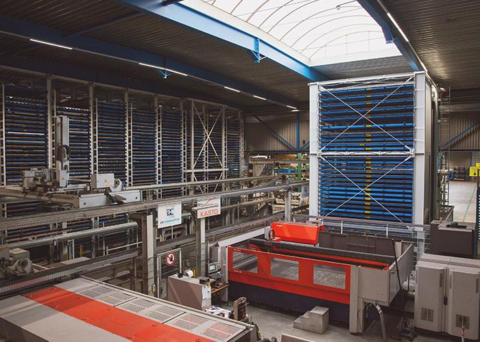 De Cromvoirtse beschikt over een grote lasersnijcapaciteit en geautomatiseerde magazijnen met in totaal 1100 palletplaatsen.