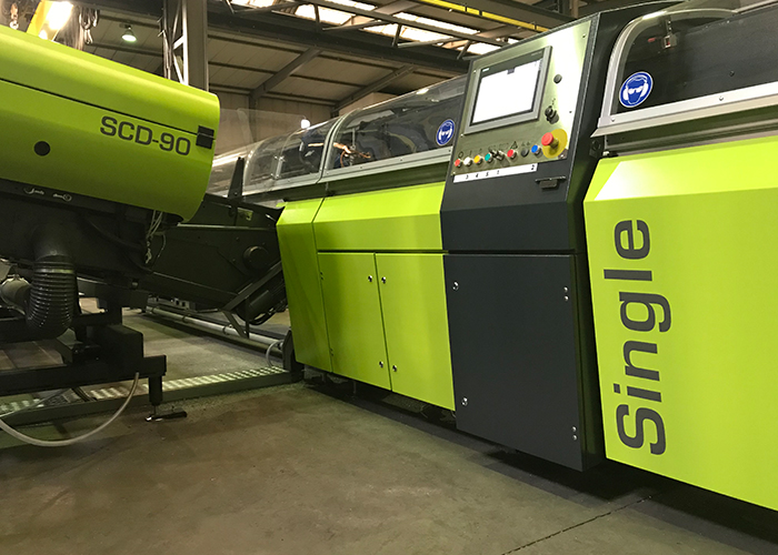 De SCF-90 Single heeft een grote flexibiliteit en extreem korte omsteltijden. Daardoor is het mogelijk de productiekosten van kleinere batches ingrijpend te verminderen.