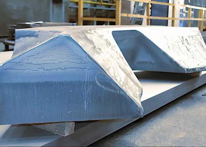 2770 mm lang, 960 mm breed en 400 mm dik met een eindgewicht van elk 8,5 ton waren de onderdelen die Jebens onlangs voor deze machineproducent heeft geproduceerd.