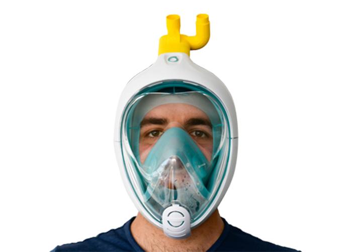 Het snorkelmasker met het 3D geprinte onderdeel (in het geel).