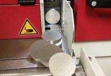 Van Raak Stainless heeft ook geïnvesteerd in hoogwaardige zaagmachines om RVS snel op maat aan te leveren.
