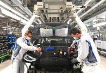 Volkswagen heeft weliswaar de productie weer opgestart, maar de verkoop van auto's is enorm gedaald. (Foto Volkswagen)