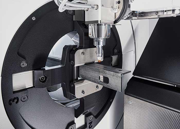 De zelfcentrerende spantechniek, die de buis tijdens het proces fixeert en positioneert, stelt zich automatisch in op de afmetingen van de buizen.