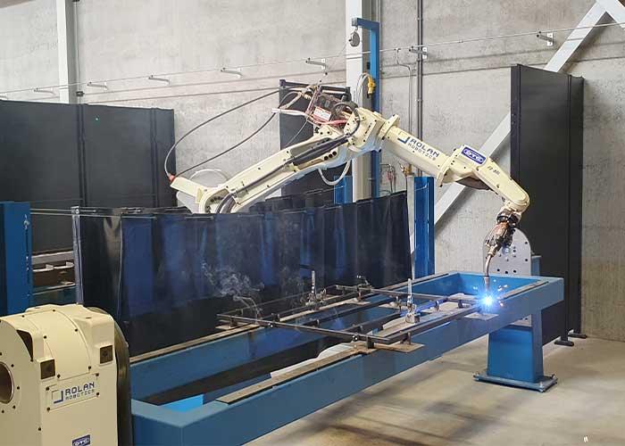 Bij de robotarm FD-B6L zit het slangenpakket binnendoor, wat veel bewegingsvrijheid geeft bij het maken van constructiedelen van kokerwerk.