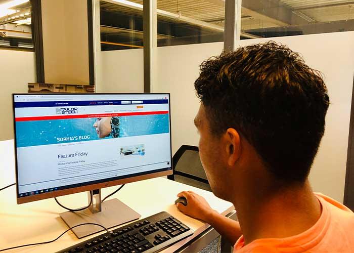 Om het werken met Sophia voor de klanten nog efficiënter en gemakkelijker te maken, heeft 247TailorSteel Sophia's blog in leven geroepen met de rubriek 'Feature Friday'.