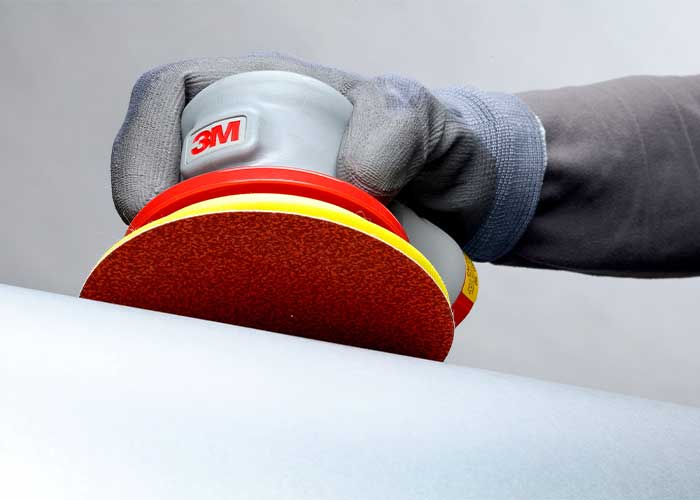 Met hun open bestrooiing bieden de 950U schuurschijven grotere tussenruimte tussen de korrels. Hierdoor wordt de aanhechting van metaal- en verfdeeltjes op een doeltreffende manier voorkomen.