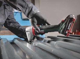 De handige en krachtige accu-knabbelschaar is bijzonder geschikt voor het knippen van voorgevormd plaatmateriaal.