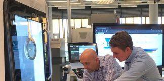 Bob Selker van STODT (links) en Hans Ouwehand van Siemens. De praktijkkennis van STODT en de technologische innovatiekracht van Siemens vullen elkaar goed aan in de 'digitale fabriek'.