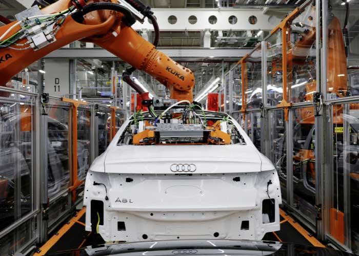 Het snijafval dat vrijkomt bij de productie van onder andere carrosseriedelen voor de A8, wordt verzameld en teruggestuurd naar de aluminiumproducent. Die recyclet het in platen van dezelfde hoge kwaliteit.