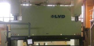 Een omgebouwde LVD 450-5300 met Delem DA69T besturing (8 assen).