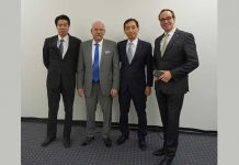 V.l.n.r. Norihito Takahashi, Managing Director OTC Daihen Europe, Peter Beike, Managing Director Lasotech, Kentaro Kaneko, Senior Vice President en Executive General Manager van Daihen Corporation en Norbert Kleinendonk, Managing Director OTC Daihen Europe.