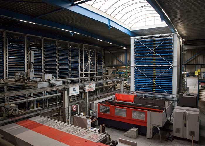 """Plaatmetaalfabriek De Cromvoirtse is al langer thuis in slimme technologie. """"Uiteindelijk zijn we steeds meer in de richting van een manloze fabriek aan het ontwikkelen"""", zegt directeur Ronnie van den Hurk."""