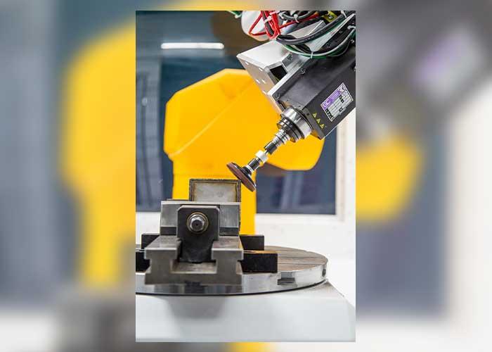 Cibo Robotics en robotexpert CNC Solutions ontwikkelden samen een 'plug & play' robotcel, die het robotschuren binnen bereik van vele MKB-bedrijven brengt.