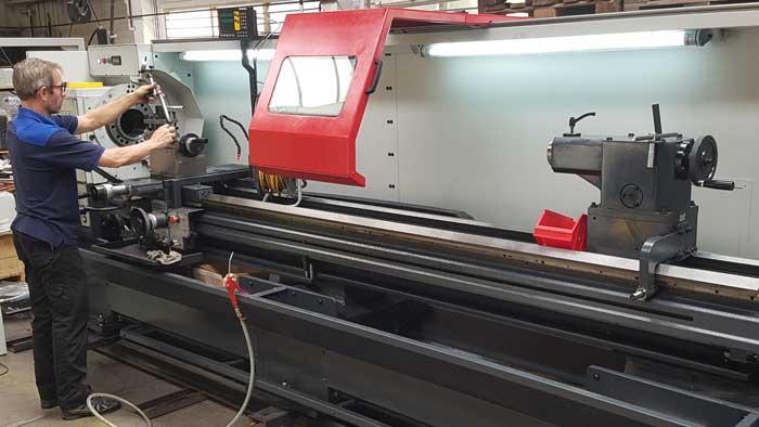 Stoxon is niet alleen een machineleverancier, maar ook een arboveiligheidspecialist en een bedrijf dat zorgt voor onderhoud, service en revisie van metaalbewerkingsmachines, zowel verspanend als niet-verspanend.