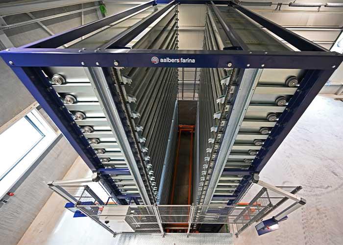 Om maximale opslagcapaciteit te realiseren is het Logic dubbel langgoed magazijn bij De Rooy Metaaldesign geplaatst in een put.