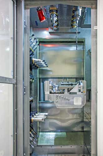 Een kijkje in een productiemodule van Elha Maschinenbau die is uitgerust met twee spilrevolvers en twee viervoudige spilrijen.