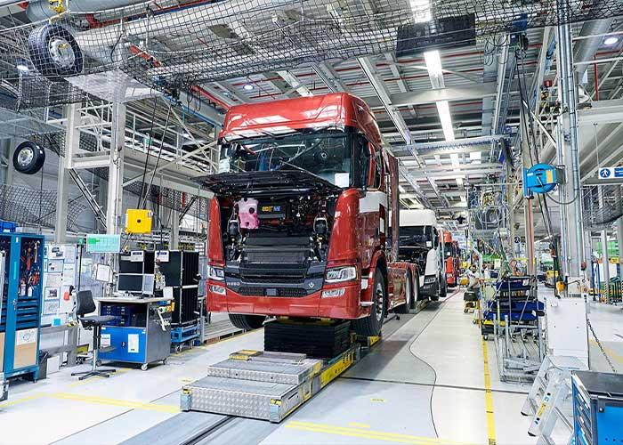 Productielijn bij Scania Production Zwolle.