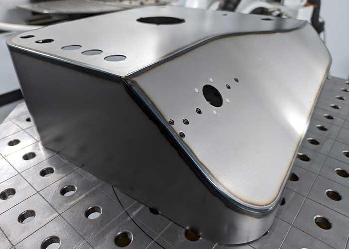 Met laserlassen hoeft er niet nabewerkt te worden. Tevens wordt er weinig warmte in het materiaal gebracht, waardoor thermische vervorming kan worden voorkomen.