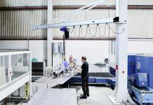 Schmalz heeft al tal van oplossingen geleverd die medewerkers ondersteunen bij het be- en ontladen van snijmachines.