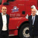 Oprichter Ab Jansen van JPE (rechts) blijft in een adviserende rol bij het bedrijf betrokken. Brian van Hooff, directeur VDL Agrotech, gaat tevens de directie voeren van JPE.