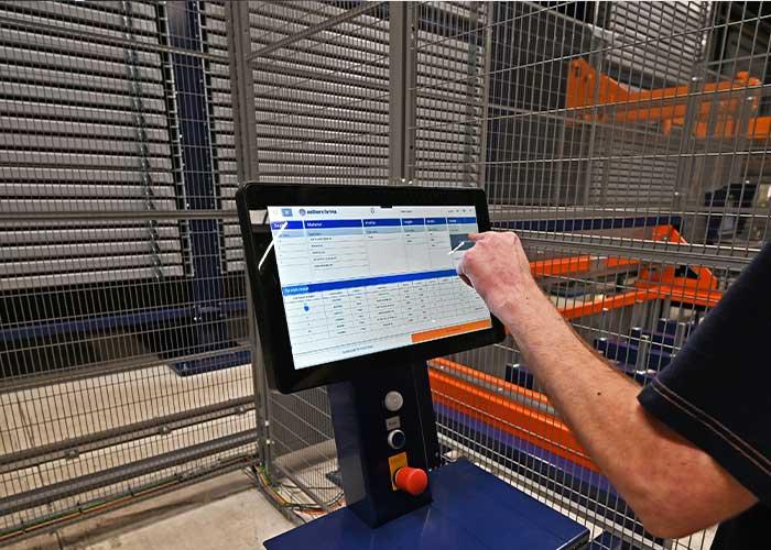 Met een touchscreen kan er snel en eenvoudig inzicht gegeven worden in het systeem.