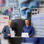Martin Visser van ABB Robotics (links) en René Kuipers van Kumoweld.