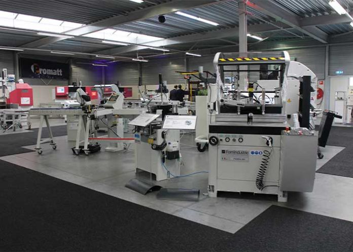 Promatt demonstreert de machines live in de showroom. Maar het is ook mogelijk om een machinedemonstratie via een livestream te volgen.