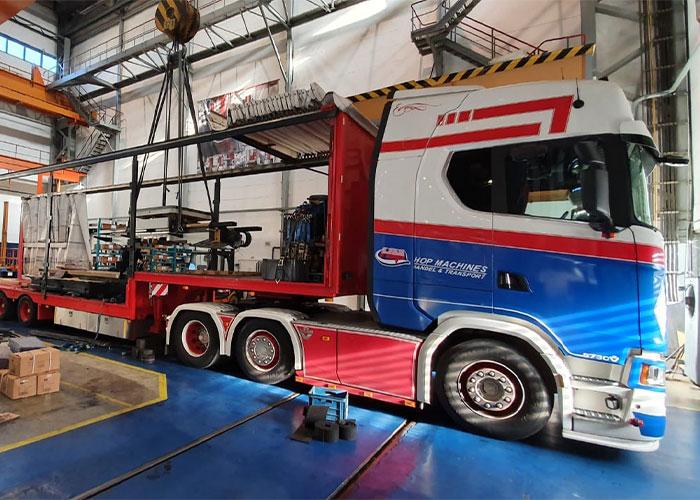 Hop Machines zet de nieuwe Scania vrachtwagencombinatie niet alleen in voor het transport van de eigen machines maar ook voor importeurs die nieuwe machines plaatsen.