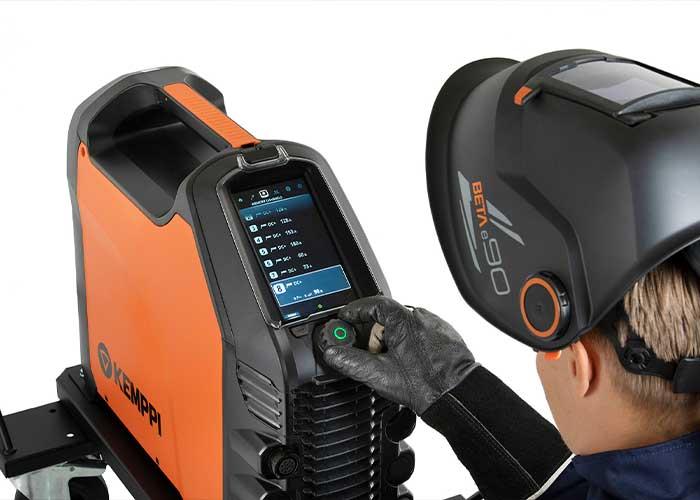 De Master 315 is uitgerust met een TFT-kleurenscherm van 7 inch voor het nauwkeurig instellen en regelen van lasparameters.