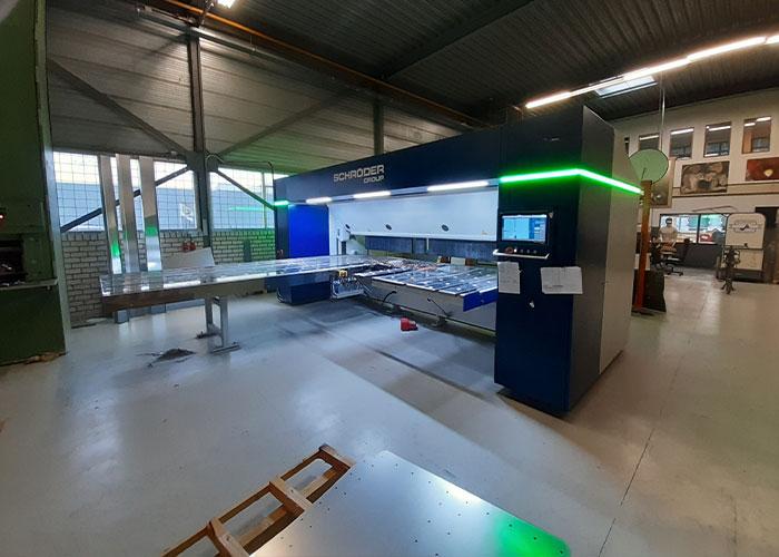 De komst van de zwenkbuiger betekent voor W. Martens Constructie- Lasbedrijf niet alleen een efficiencyverbetering, maar ook een verhoging van de arbeidsvreugde.