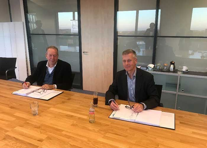 Henk Geeve (links) en Paul van der Rest hebben de deal gesloten. Door de acquisitie van Geeve kan Rubix haar hydraulische capaciteiten verder ontwikkelen.