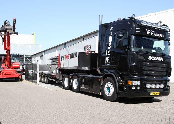 Van Pommeren Las- en Montagebedrijf beschikt ook over eigen vervoer.