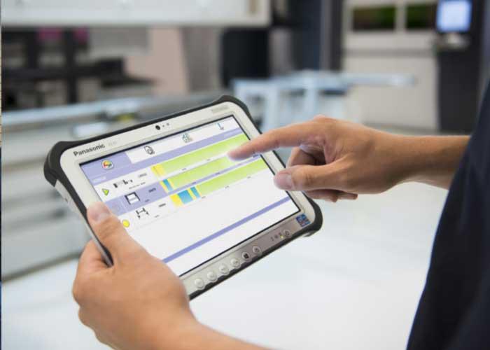 Alle informatie die in CADMAN-JOB beschikbaar is, is ook zichtbaar op de industriële tablet Touch-i4. De Touch-i4 is een soort navigatiesysteem door het hele bedrijf heen.
