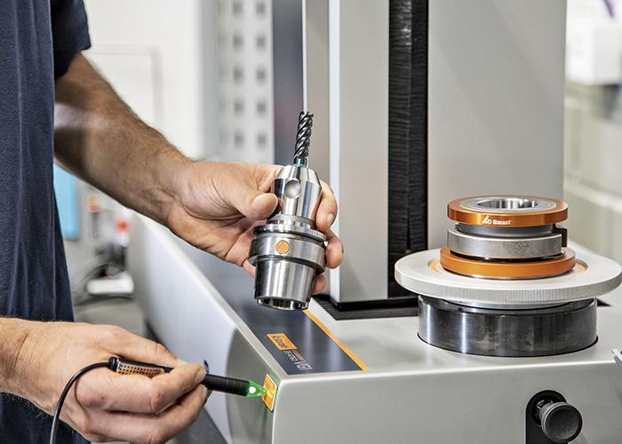 De meetgegevens worden door de voorinstelling naar Hoffmann Group Connected Manufacturing gestuurd.