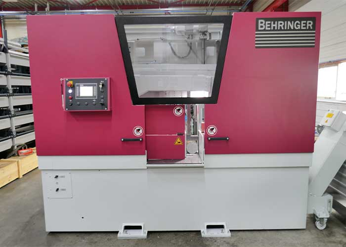 Omdat Metaaldraaierij Lanting door de komst van de grote CNC-draaibank ander en groter werk binnenhaalt, moet er ook groter gezaagd worden. Daarom is tevens geïnvesteerd in een Behringer HBE411A Dynamic zaagautomaat.